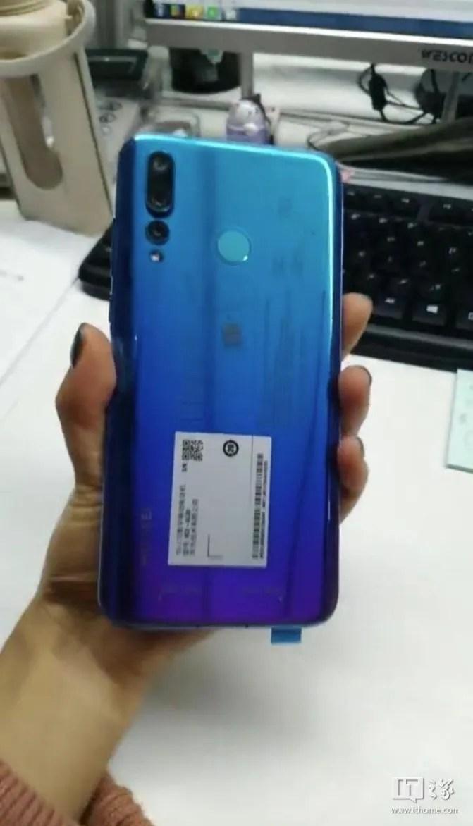 Huawei Nova 4 leaked photos show display hole and dual