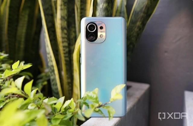Xiaomi Mi 11 back reflection