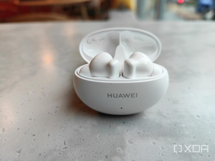 The Huawei FreeBuds 4i in white.