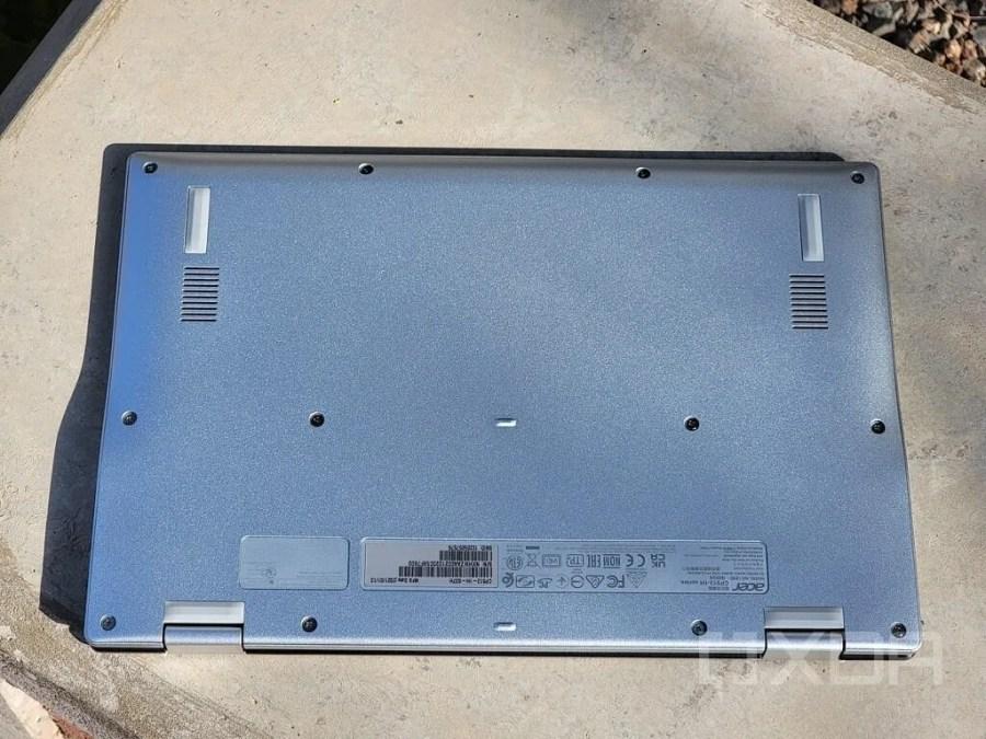 Acer Spin 513 plastic bottom