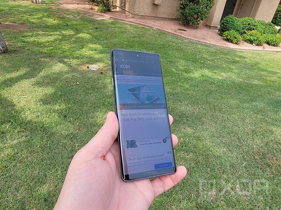 TCL 20 Pro 5G outside in bright light