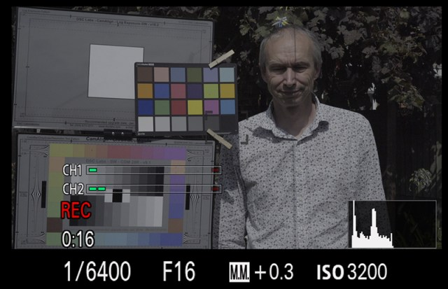 A7s Viewfinder indications in manual exposure mode showing both M.M. offset from metered exposure and histogram.