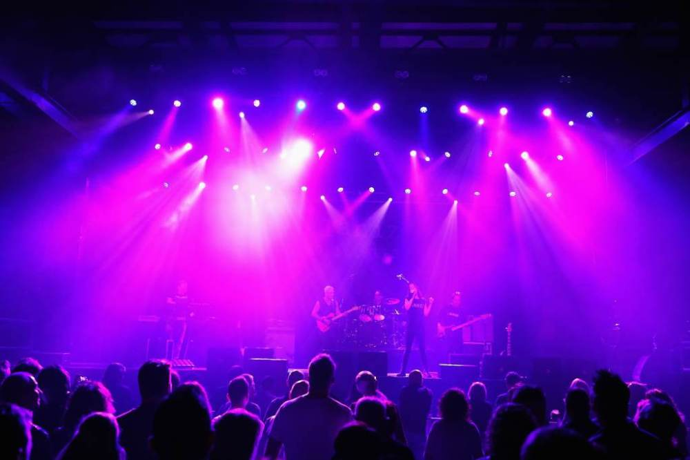 Alanis Morissette Tribute - Alaniz Morizzette on stage