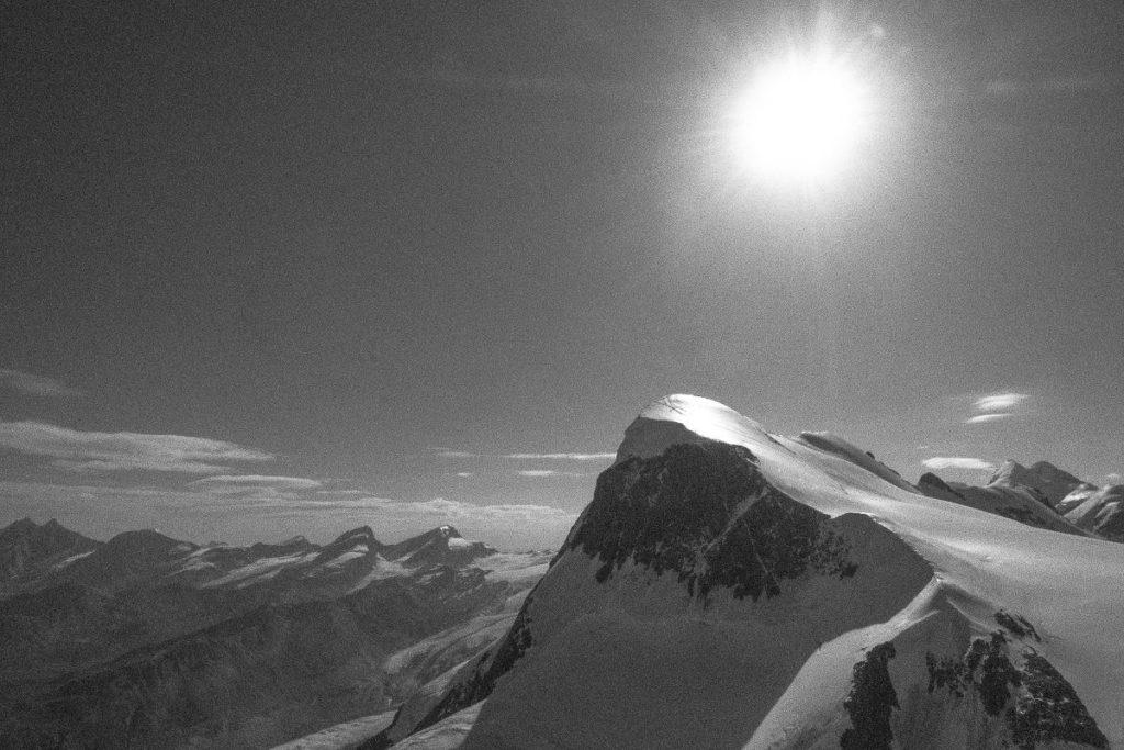Schwarzweisse Aussicht vom Klein Matterhorn