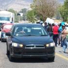 Normalistas realizan boteo en carretera federal 190