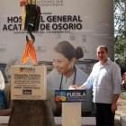 Coloca RMV primera piedra del hospital de Acatlán