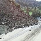 Derrumbe provoca incomunicación en tramo carretero Tlaxiaco – Putla