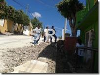 05 Nov 15 Denuncian obra de pavimentación mal planeada en la calle 21 de Marzo (2)