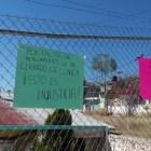 Habitantes de Tlacotepec exigen médicos y medicamentos en clínica de salud