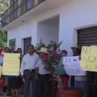 Se manifiestan comuneros de Camotlán en Vice Fiscalía