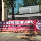 Protestan antorchistas mixtecos en la Ciudad de México