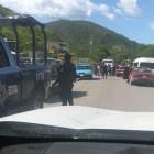 Pobladores del barrio Santo Domingo bloquearon carretera Huajuapan-Juxtlahuaca