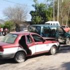 SEGURIDAD PÚBLICA: Daños materiales deja choque entre taxi y camioneta en carretera Huajuapan – Tehuacán, a la altura de Santiago Huajolotitlán