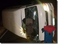 Seguridad Pública Volcadura de suburban deja dos personas lesionadas en la carretera federal 190
