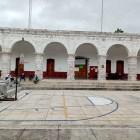 Continúa tomado el palacio de Tezoatlán por personal de ayuntamiento
