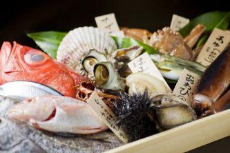 新鮮魚介類を使ったメニューも楽しめる