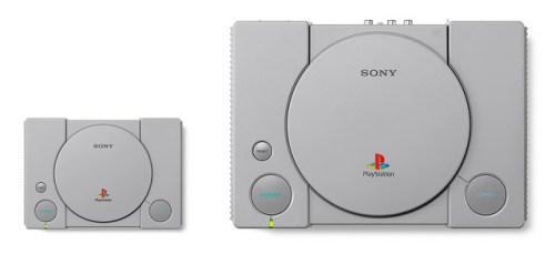 """Σύγκριση μεγέθους PlayStation Classic με το """"μπαμπά"""" PSX."""