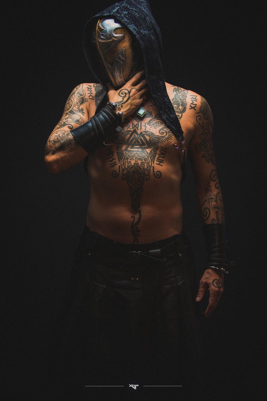 Portrait homme model acteur tatoué viking