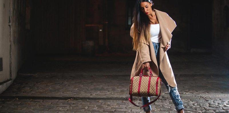 Portrait femme modele rue paris