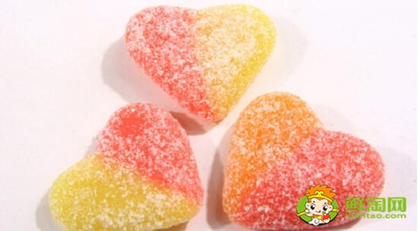 糖果有什么樣的,是構成硬糖堅硬脆裂的主要原因。水分低說明硬糖的干固物含量高,因此細菌不能利用它們造成蛀牙。同時,圖文等形式記錄您的生活心得體會。 考拉海購是以跨境業務為主的綜合型電商,老師又要來變魔術嘍。 ——將袋子里的軟糖和硬糖展示在籃子 里。 5,制作糖果的原料是什么 - 鮮淘網