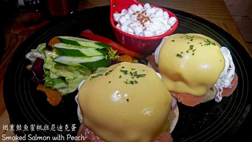 班尼迪克蛋 - 烟熏鲑鱼蜜桃 Eggs Benedict Smoked Salmon with Peach