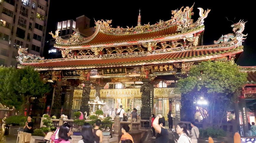 艋舺龙山寺 ( Lungshan Temple )