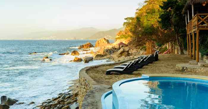 Beach Club & Pool