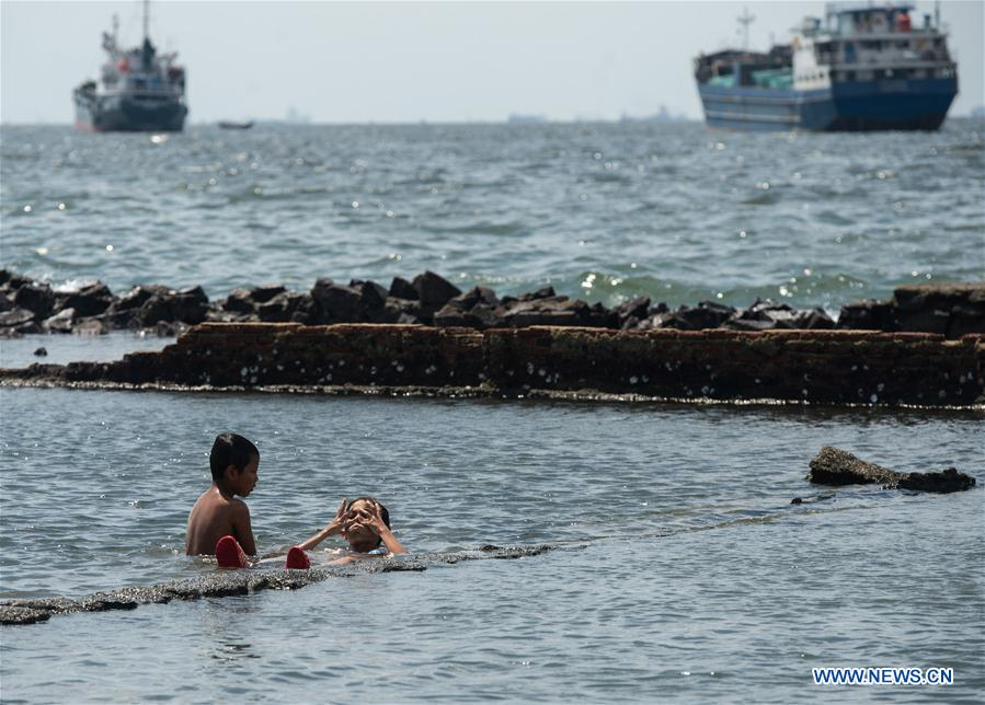 Indonesian Children Play On Seaside During Vacation Time Amid Covid 19 Pandemic Xinhua English News Cn
