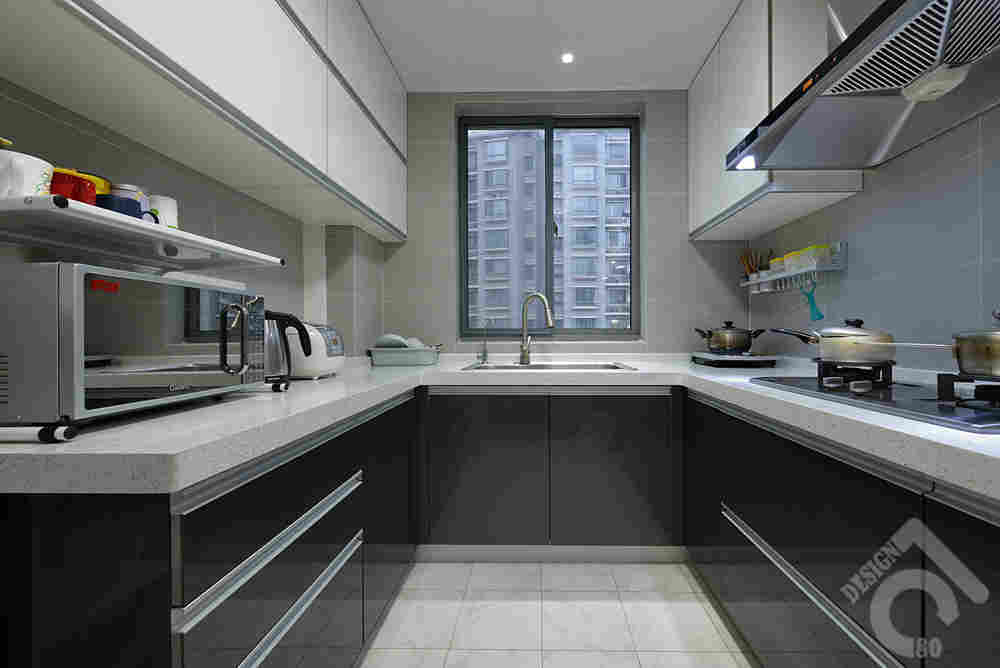 kitchen black cabinets single handle pullout faucet repair 厨房黑色橱柜地柜搭配白色吊柜效果图u型橱柜中间走廊过道最小宽度尺寸 厨房黑色橱柜地柜搭配白色吊柜效果图u型橱柜中间走廊过道最小宽度尺寸多少合适