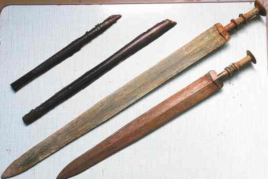 2 spade delle dinastie del Nord e del Sud. Gently from http://dzh.mop.com/topic/readSub_6503086_-2_0.html