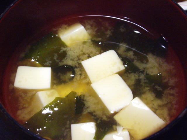 塩分・糖質が気になる方にウェルネスダイニングの「トクホの味噌汁」