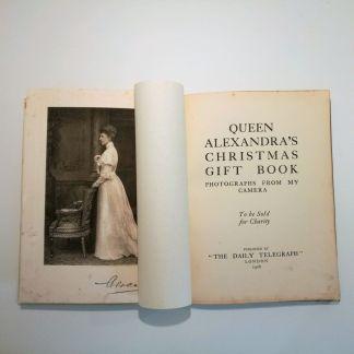 Queen Alexandra's Christmas Gift Book : Photographs from my Camera af Queen Alexandra