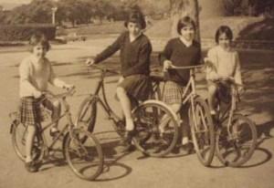 foto-antigua-bicicletas-con-ñ-de-españa