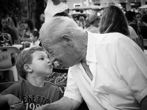 Abuelo con nieto con ñ de España