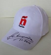 gorra con ñ de españa firmada por emilio butragueño