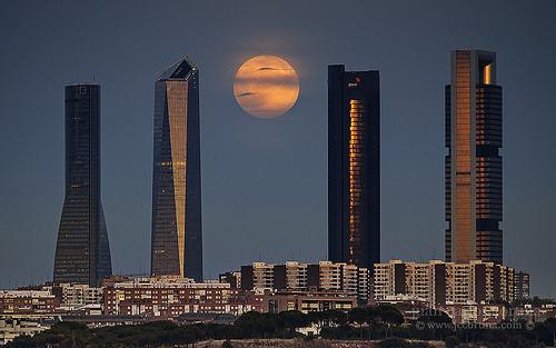 Puesta de sol en MADRID. Con eñe de España.