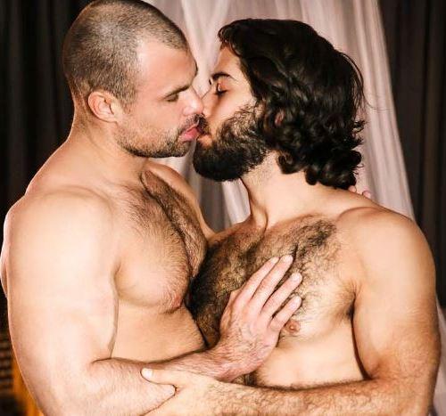 Men.com : バリバリドロドロ、、、フェロモンたっぷりのケイ深い雄同士のセックスDiego Sans がJaxx Thanatosの毛深い雄ケツを掘りまくる