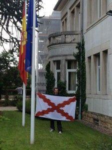 Embajada-Bandera-Etapa13-Camino-Español