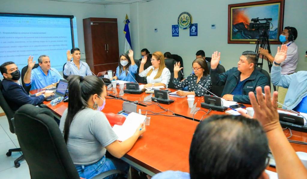Salvadoreños en el exterior podrán hacer uso del voto electrónico en el 2024