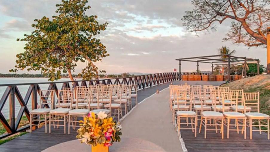 Unos recién casados mandan facturas de 200 euros a los invitados