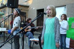 Angelina und Fiona singen vor