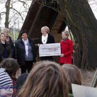 Stiftungsvorsitzende Landrätin Frau Michaele Sojka und Vorstandsmitglied der Sparkasse Frau Katja Rieger