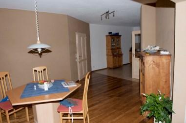 Wohn- und Essbereich, Lehmgrundputz weiß gestrichen mit Lehm- oder Kalkfarbe