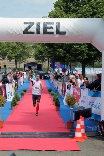 Nochmals die Halbmarathonbestzeit trotz schwierigen Kurses um fast 1 Minute verbessert. Hier beim Rothenburger Halbmarathon