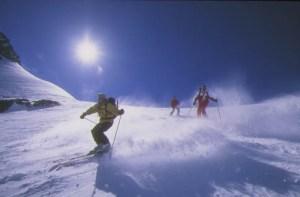 Michael Pause, TV-Journalist, fährt mit seiner Knie-TEP sowohl Alpinski als auch Langlauf.