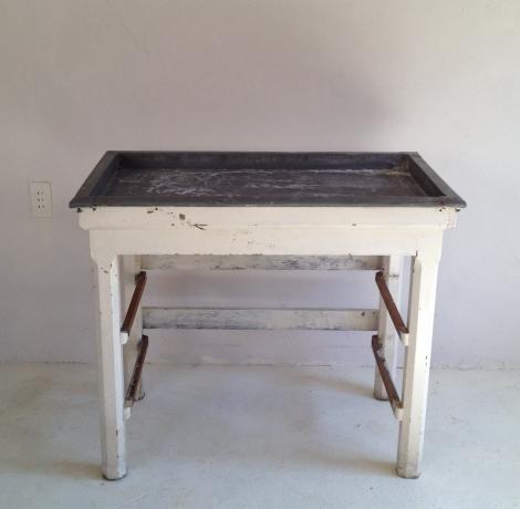 アンティークテーブル フランスのブリキ製テーブルでおうちカフェを演出
