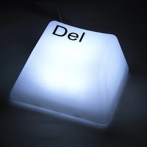 インテリアライトがキーボード?DelとESCがあります