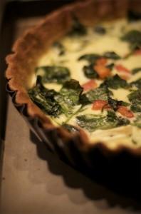 キッシュとは フランス郷土料理 卵と生クリーム、きのこ、ベーコン、季節の野菜