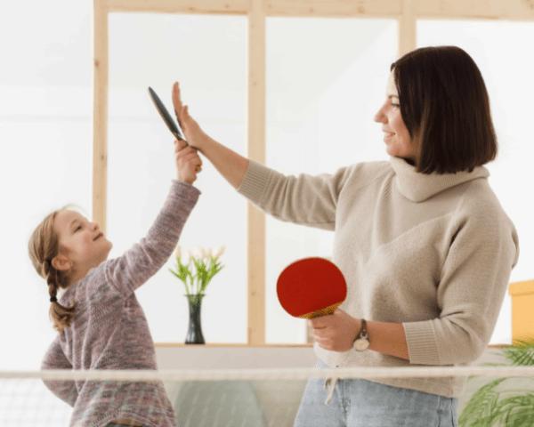 mujer aficionada al ping pong