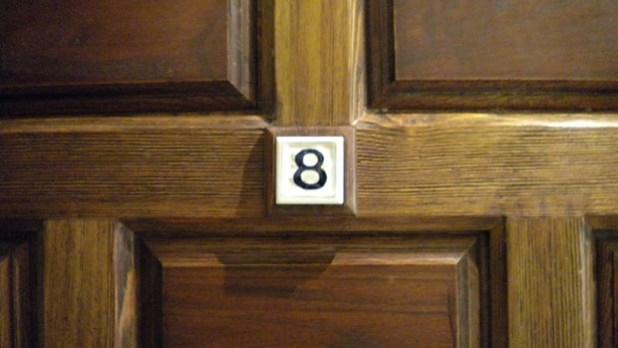 llamando_a_la_puerta